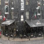 Pub à Cork sous une tempête de neige